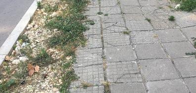Безобразен тротоар в Разград