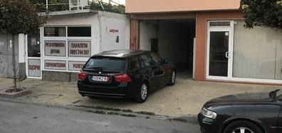 Да паркираш пред гараж