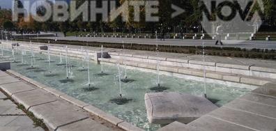 """""""Водно легло"""" във фонтана пред НДК"""