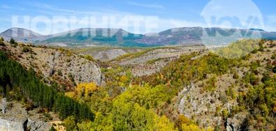 Златна есен около Разбоишкия манастир