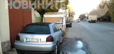 Частен паркинг на тротоара на спирка на градски транспорт