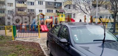 Паркиране пред детска площадка