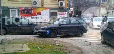 Неправилно паркиране на учебен автомобил