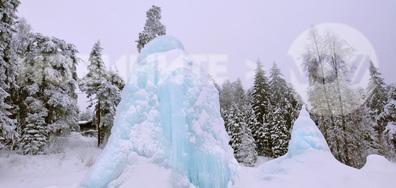 Замръзнали фонтани високо в Боровец