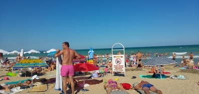 """Свободната несвободна зона на плажа в """"Златни пясъци"""""""