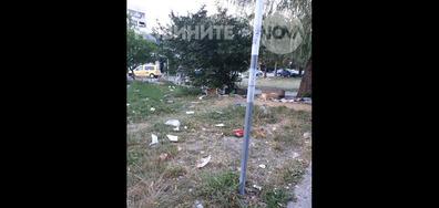 """Замърсени зелени площи в """"Младост 4"""" от роми"""