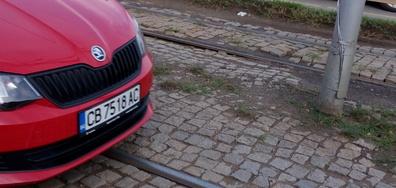 С коли и велосипеди по трамвайната линия