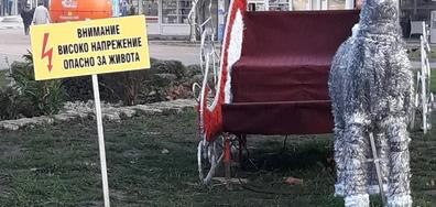 """Коледна украса в Добрич """"Опасност за живота"""""""