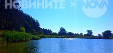 Прохлада на езерото в горещия ден