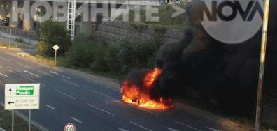 Кола изгоря на Околовръстното шосе