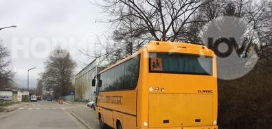 Неправилно паркиране на училищен автобус