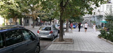 Абсурдно паркиране във Варна 23.08.2017