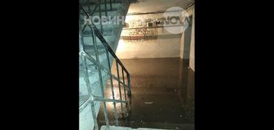 Наводнени от мръсен канал в Добрич