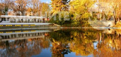 Вълшебно красивата есен в парка на Варна...