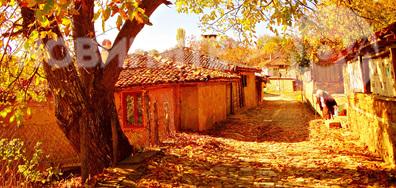 По калдъръмените улички на есенна Жеравна...