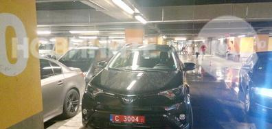 Защо автомобилът с дипломатически номер нарушава правилата за паркиране?