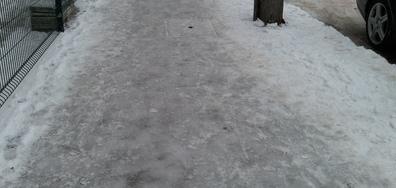Ледени тротоари в София