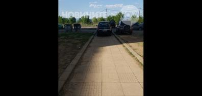 Нагло паркиране върху пешеходна алея