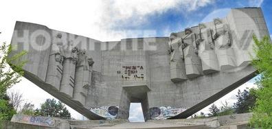 Опасен паметник във Варна