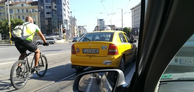 Наглъл таксиметров шофьор в центъра на София