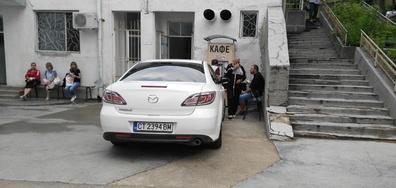Нагло паркиране в онкоцентъра в Стара Загора