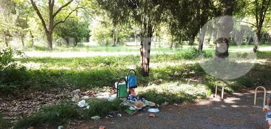 Градски парк тъне в боклуци