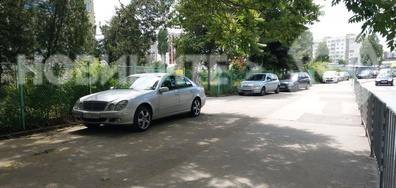 Да паркираш на ограденят тротоар пред 153 училище в София