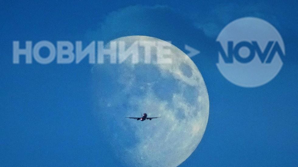 Луната над София