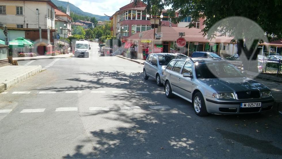 Абсурдно паркиране ежедневно!