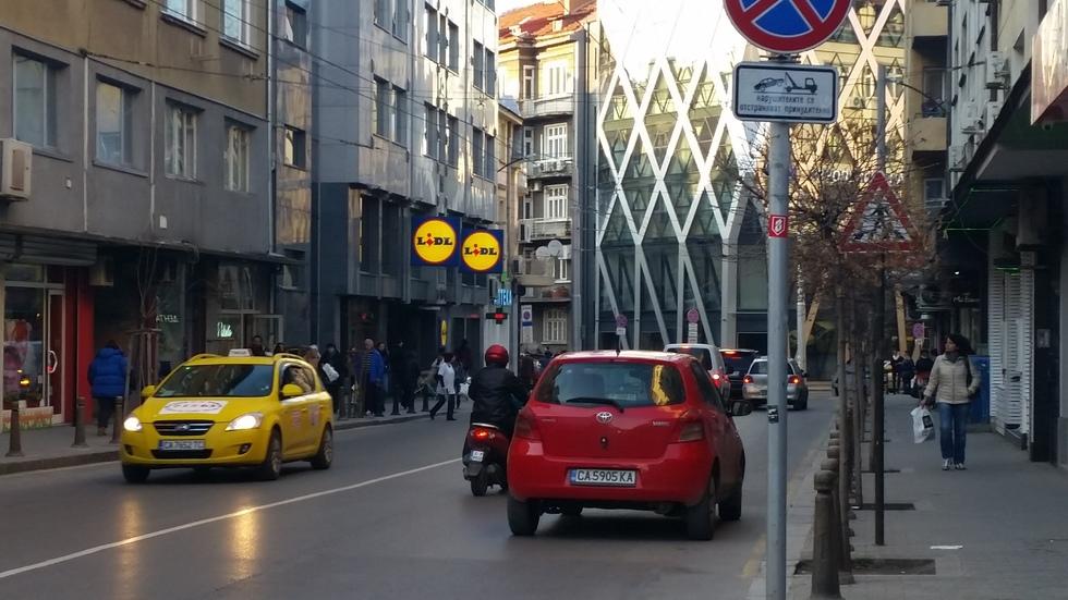 """Паркиране """"по учебник"""""""