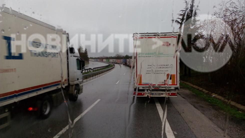 "28 километра опашка от товарни камиони на ГКПП ""Капитан Андреево"""