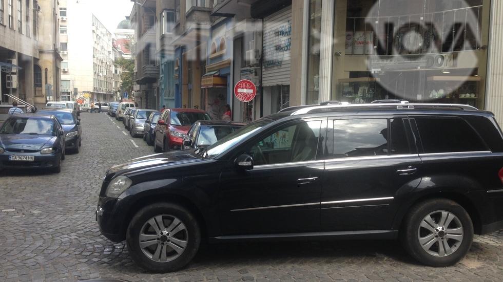 Защо пешеходците са без предимство и никой не ни прави път?