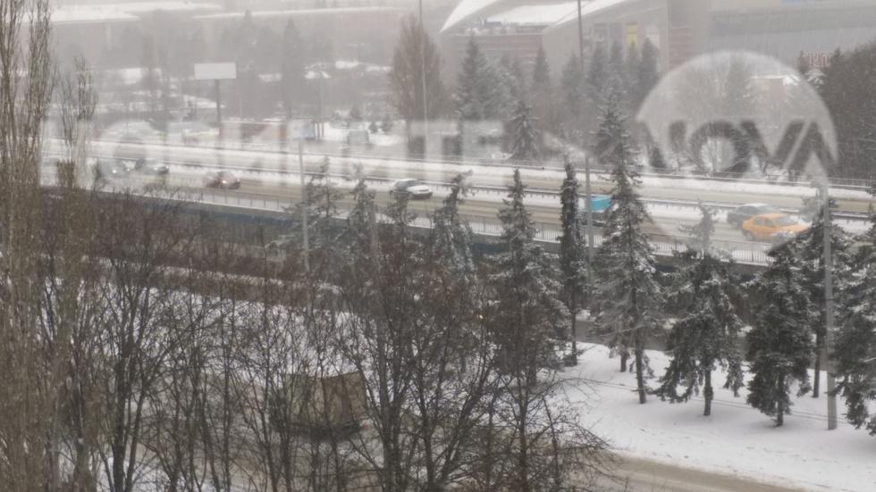 Как не се чисти снега в София (СНИМКИ)