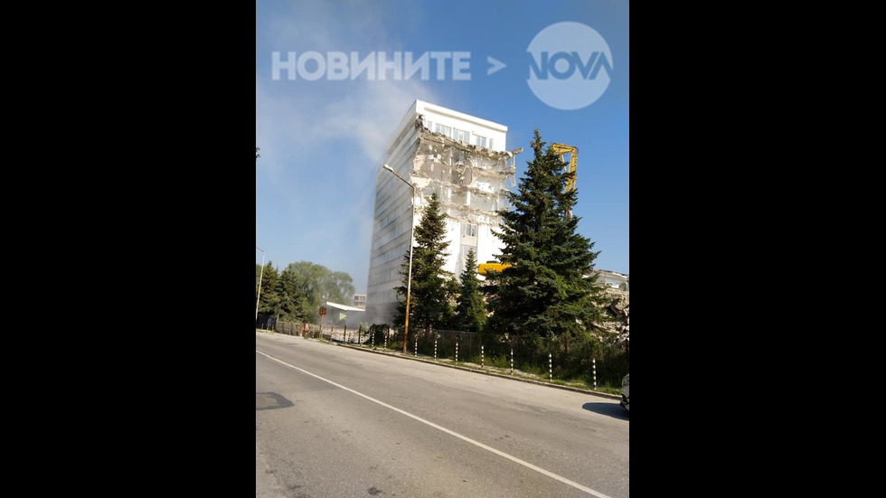 Опасно разрушаване на сграда в кв. Хладилника, София [част 2]