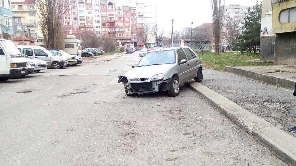 Изоставен автомобил