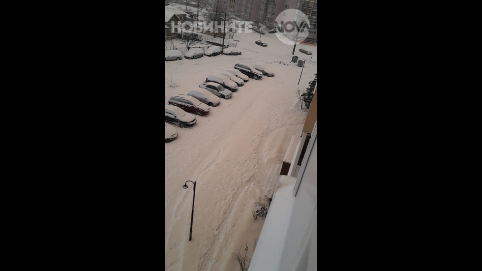 Снегът в Исперих пожълтя