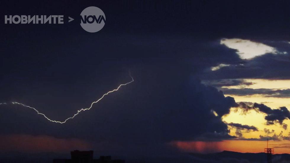 Гръмотевици в небето над Карнобат