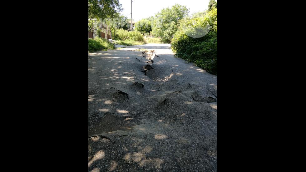 Унищожена улица след поройния вълеж