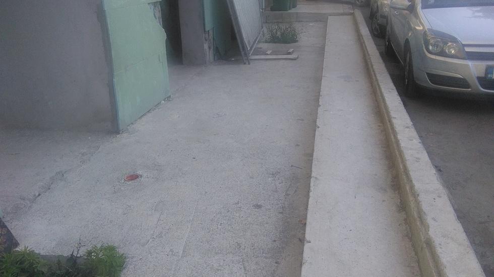 Частна улица и тротоар в Равда