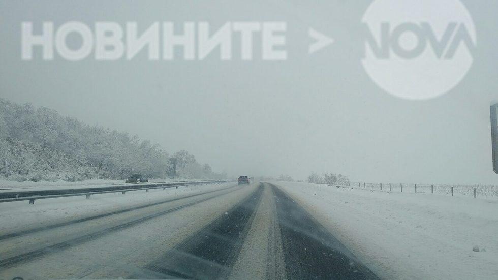 Сняг по магистралата