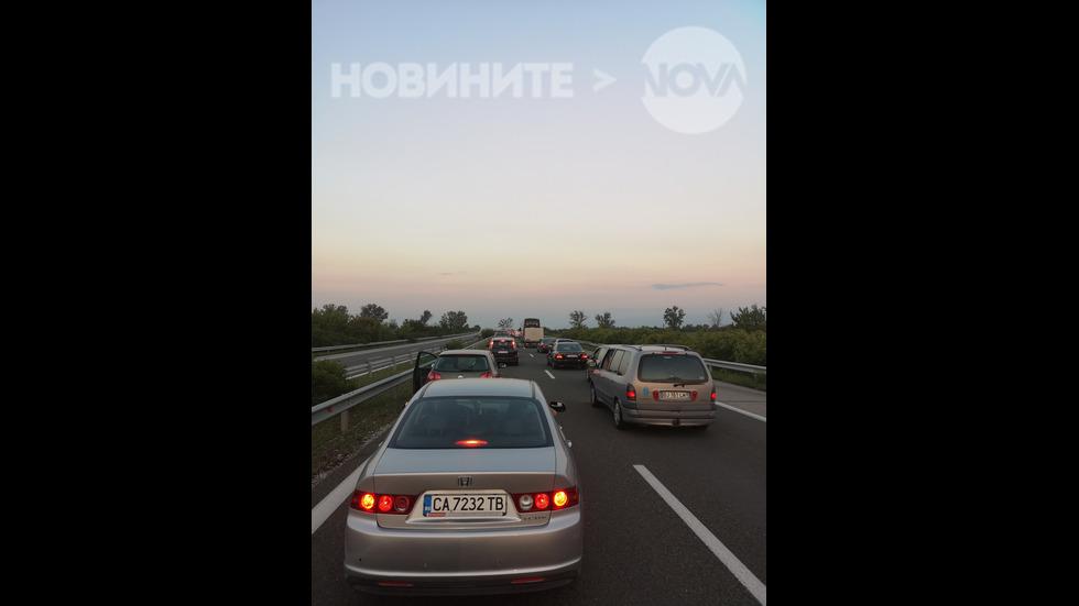 """Два часа в задръстване на магистрала """"Тракия"""""""