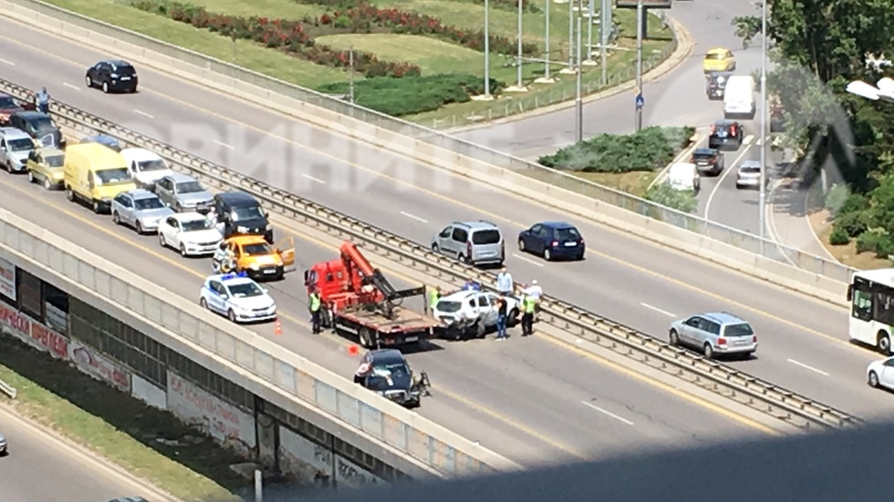 "Катастрофа блокира движението по бул. ""Цариградско шосе"""