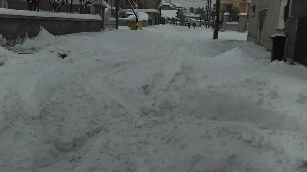 Два дни нито един снегорин не е минал по тази улица