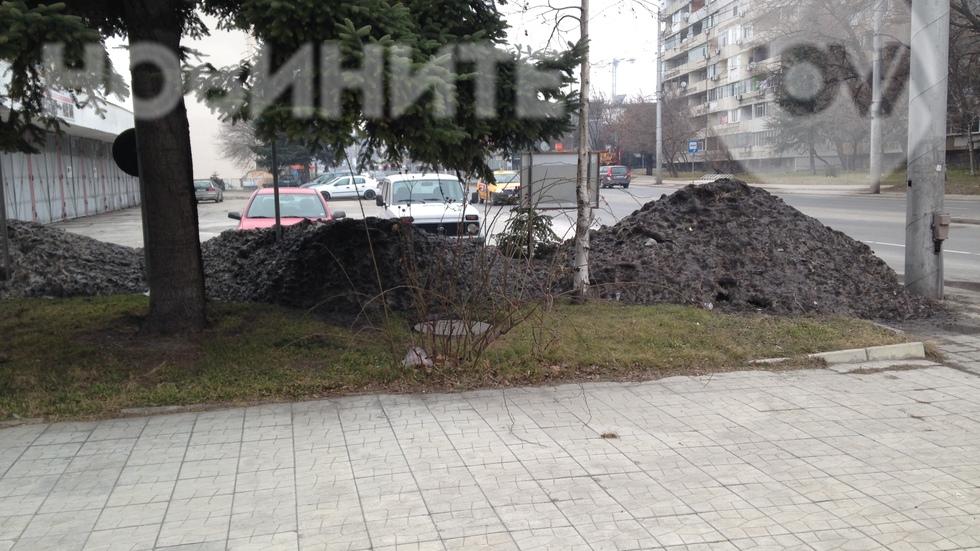 Непочистен сняг пред пожарната във Варна