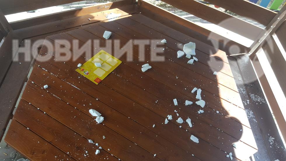 За пореден път мизерия на детска площадка в центъра на Варна