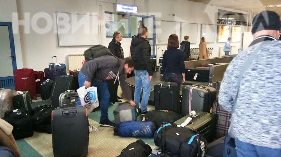 Захвърлени куфари на пристигащи на Терминал 1 на летище София