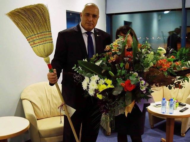 Резултат с изображение за чистачките на летище София борисов