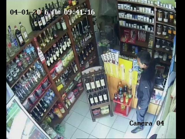 Нагъл крадец на мобилен телефон (ВИДЕО)