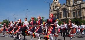 НА 24 МАЙ: Празнични шествия из цялата страна (ВИДЕО+СНИМКИ)