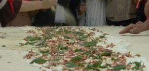 РЕКОРД: Направиха най-дългата пържена пица (ВИДЕО)